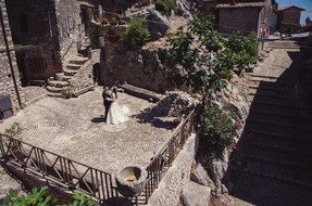 49-terrazza-paese-scale-sposi.jpg