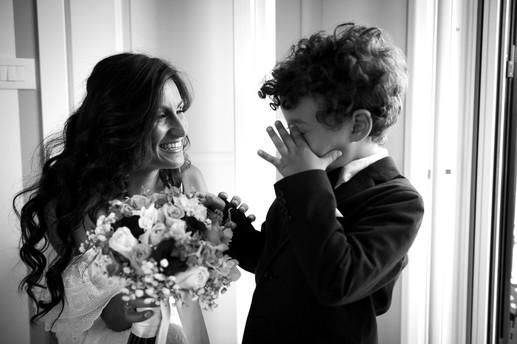 19-paggetto-sposa-bouquet-sorriso.jpg