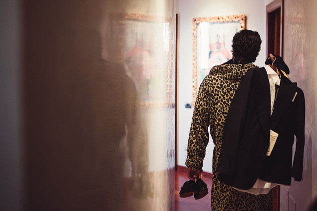 007-sposo-vestirsi-abito-leopardato-clas