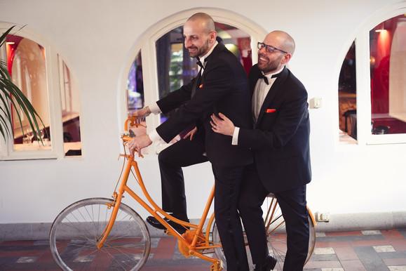 60-matrimonio-gay-bicicletta-arancione-s
