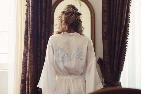 035-sposa-vestaglia-bride-specchio-tenda