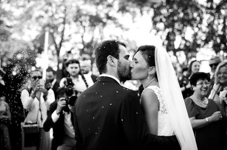 30-bacio-sposa-lancio-riso.jpg