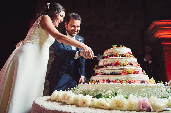 46-taglio-torta-sposi-sorriso.jpg