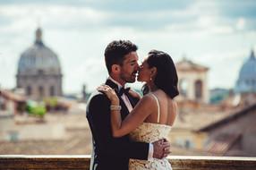 35-bacio-sposi-abbraccio-reportage.jpg