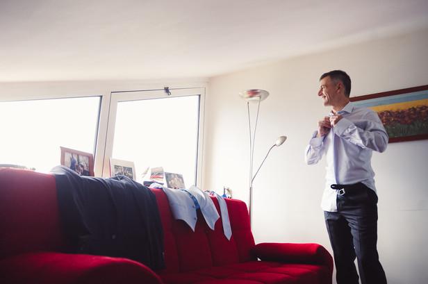 13-finestra-sposo-preparazione-camicia-r