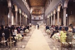 38-sposi-altare-colonne-celebrazione-mat