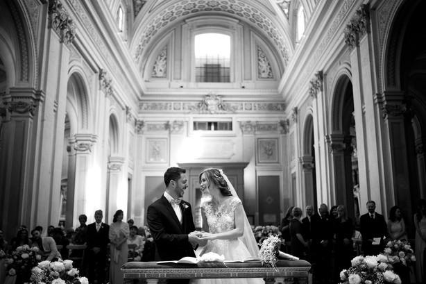 44-sorriso-sposi-altare-affreschi-chiesa