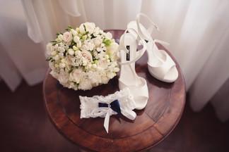 08-sposa-giarrettiera-bouquet-scarpe.jpg