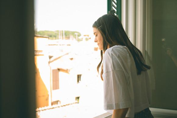 0002 - 120-sposa-sguardo-finestra-casual