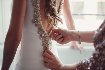 037-zip-abito-sposa-mamma-aiuto.jpg