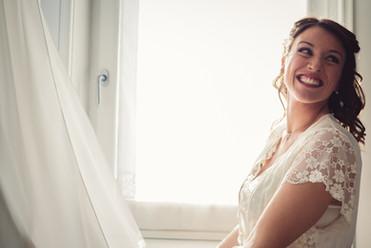 26-vestito-sposa-finestra-sorriso-bellez