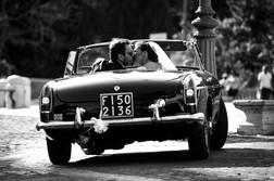 32-bacio-sposi-auto-vintage.jpg