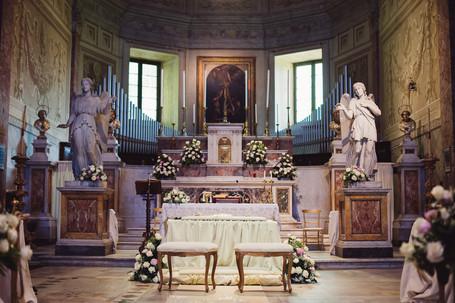 21-altare-panchina-sposi-addobbi.jpg