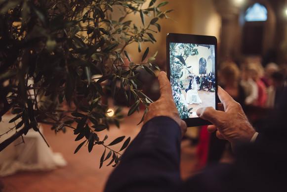 sposi-smartphone-chiesa.jpg