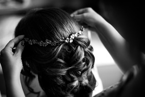 16-sposa-acconciatura-corincina-fiori.jp