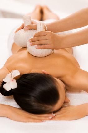 Massage aux pochons dos