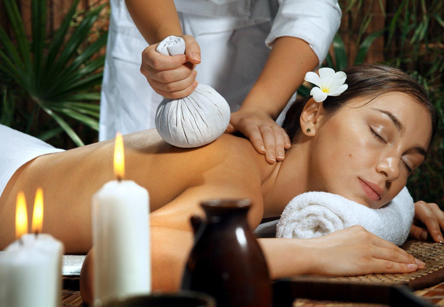 Massage aux pochons corps