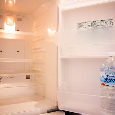 冷蔵庫内部(ペットボトルは比較用)