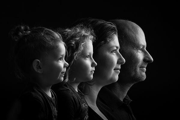 Családi-sziluett-portré---Juhász-család.jpg