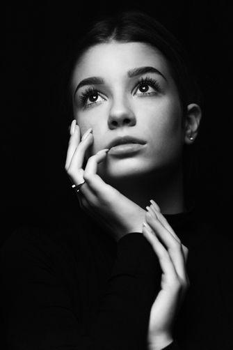 Black-and-white-female-portrait-04