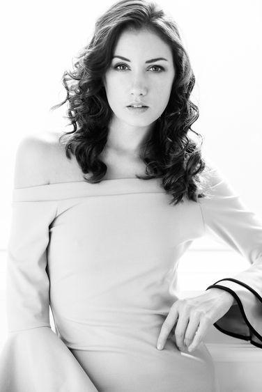 Black-and-White-Female-portrait-06.jpg