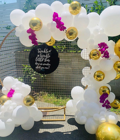 Backdrop Balloons true gold