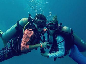 Lo & J Dive.jpg