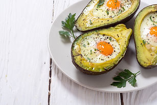 Baked-avocado-with-eggs-842924318_6000x4