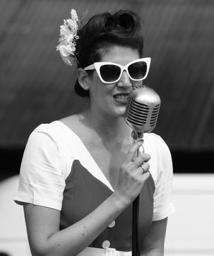 Vintage singer at the Flying legends at Duxford