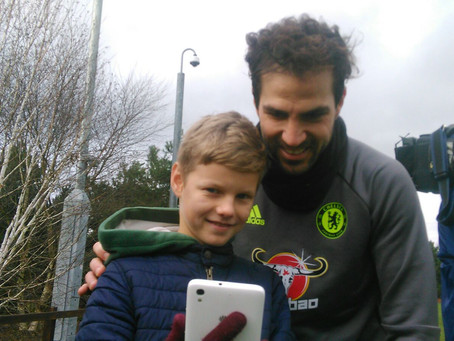 Look who is with Cesc Fàbregas taking selfies!