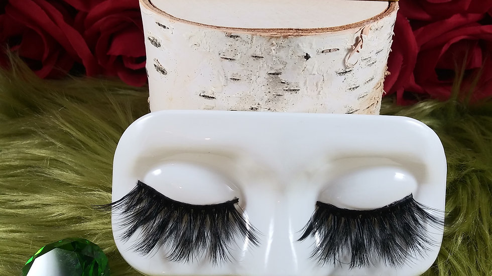 Level Up Lashes- VERONICA
