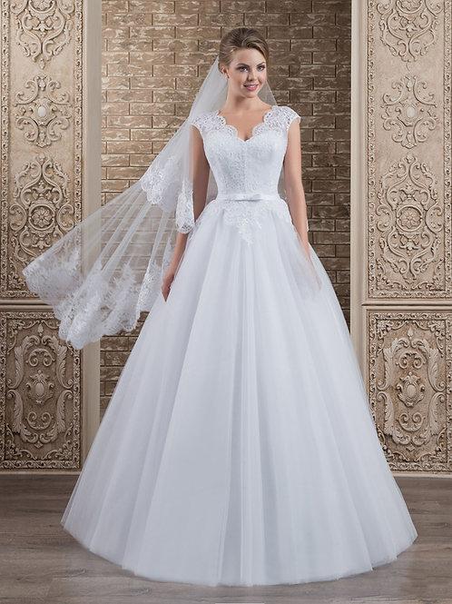 W009 - Egyenes szabású molett menyasszonyi ruha masnis övvel