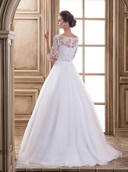 W915 - Tüllös menyasszonyi ruha csupa csipke felsővel, strassz övvel