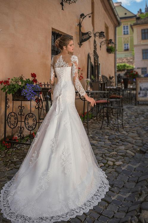 W809 - Sellő fazonú esküvői ruha lebegőcsipke ujjal (fehér színben!)