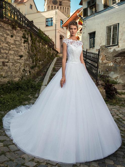 W804 - A-vonalú esküvői ruha hosszú uszállyal, 3 dimenziós virág applikációkkal