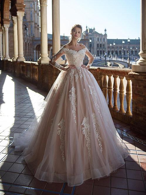 W015 - Nagyszoknyás menyasszonyi ruha hosszúujjú csipke felsőrésszel