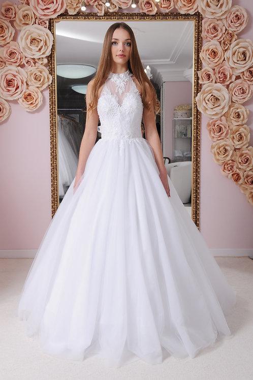 W024 - Zárt csipkés felsőrészű, hátul nyitott menyasszonyi ruha