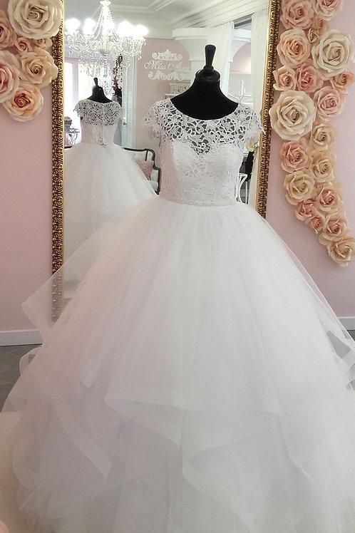 W901 - Könnyű vízfodros szoknyájú menyasszonyi ruha zárt felsőrésszel