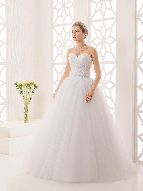 W945 - Csipkével gazdagon díszített menyasszonyi ruha szív dekoltázzsal
