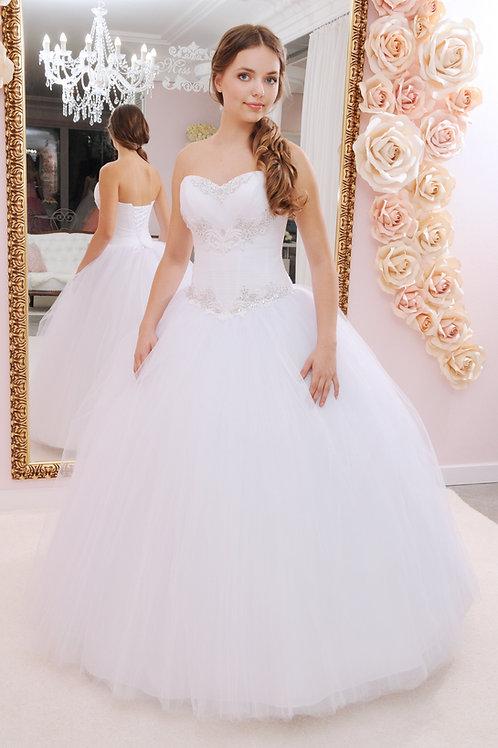 W927 - Strasszokkal és gyöngyökkel gazdagon díszített tüllös menyasszonyi ruha
