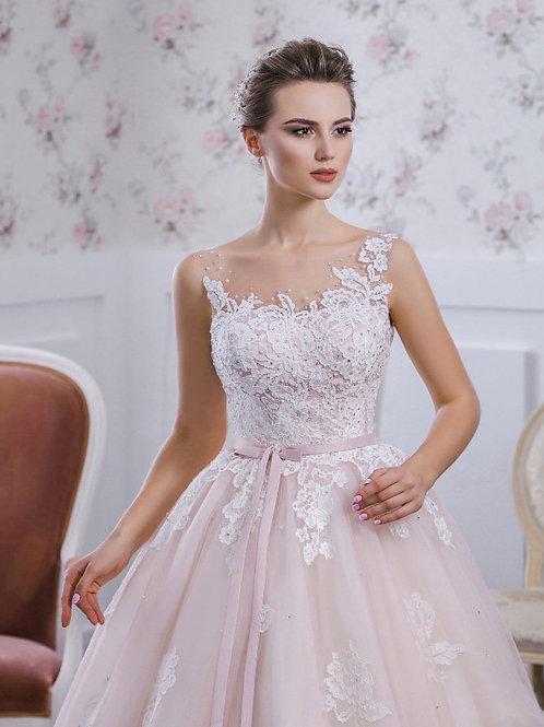 W701 - Mély hátkivágású esküvői ruha lebegőcsipke vállpánttal (fehér színben!)
