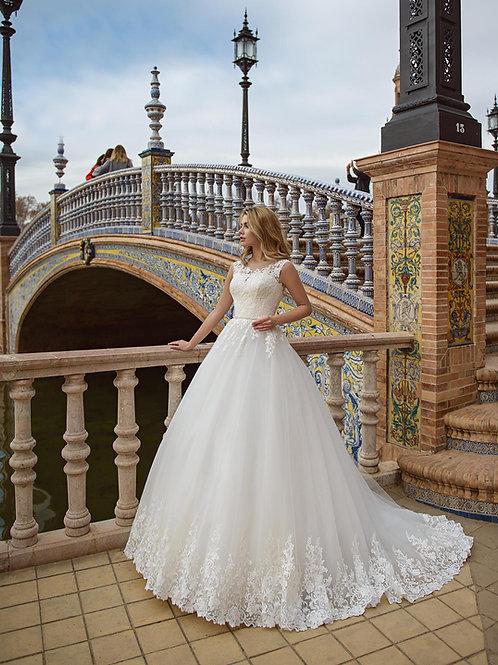 W017 - Csipkével gazdagon díszített, zárt felsőrészű menyasszonyi ruha