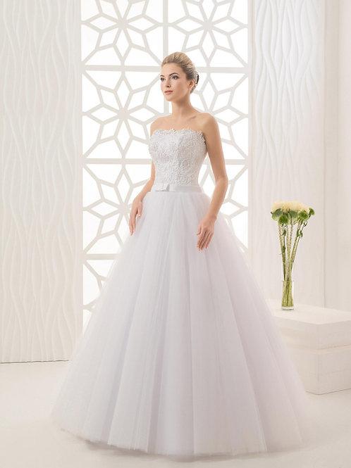 W944 - Szolidan elegáns, csipkés menyasszonyi ruha szalagos övvel