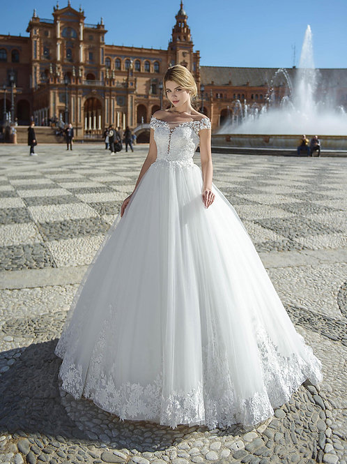 W013 - Ejtett vállú, nagyszoknyás menyasszonyi ruha csipkés szoknyával