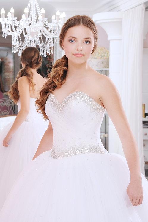 W935 -Kristályokkal gazdagon díszített exkluzív menyasszonyi ruha tüllszoknyával