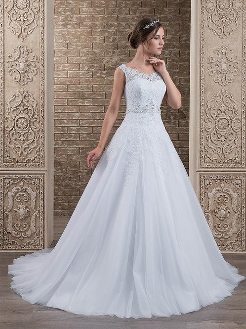 W008 - Csipkével és gyönggyel gazdagon díszített, molett menyasszonyi ruh
