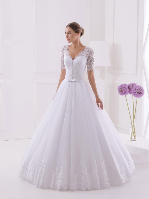 M701 - Hosszú csipkeujjú esküvői ruha bordűrözött aljú tüllszoknyával