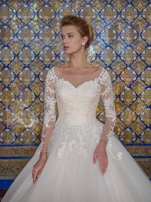 W018 - Nagyszoknyás esküvői ruha, gazdagon díszítve csipkével (fehér színben!)