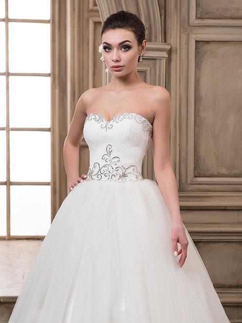 W913 - Különleges mintázatú strasszokkal díszített fehér menyasszonyi ruha