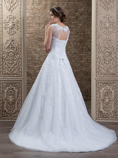 W011 - Hátul enyhén kivágott, zárt felsőrészű menyasszonyi ruha strasszos övvel
